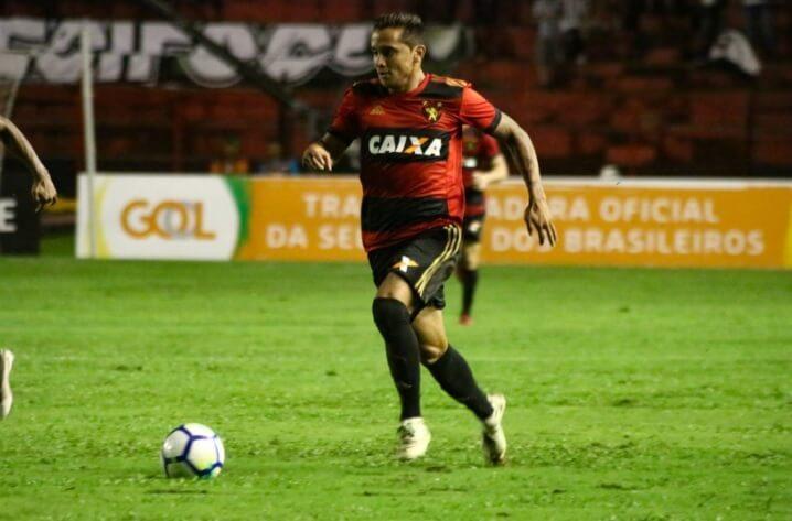 Everton Felipe saiu do banco para marcar o gol do Sport.