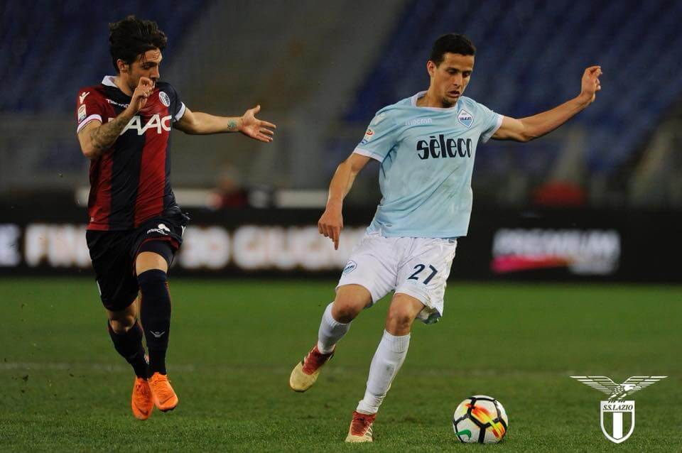 Luiz Felipe joga nos dois lados da defesa e também como central no sistema de três defensores da Lazio