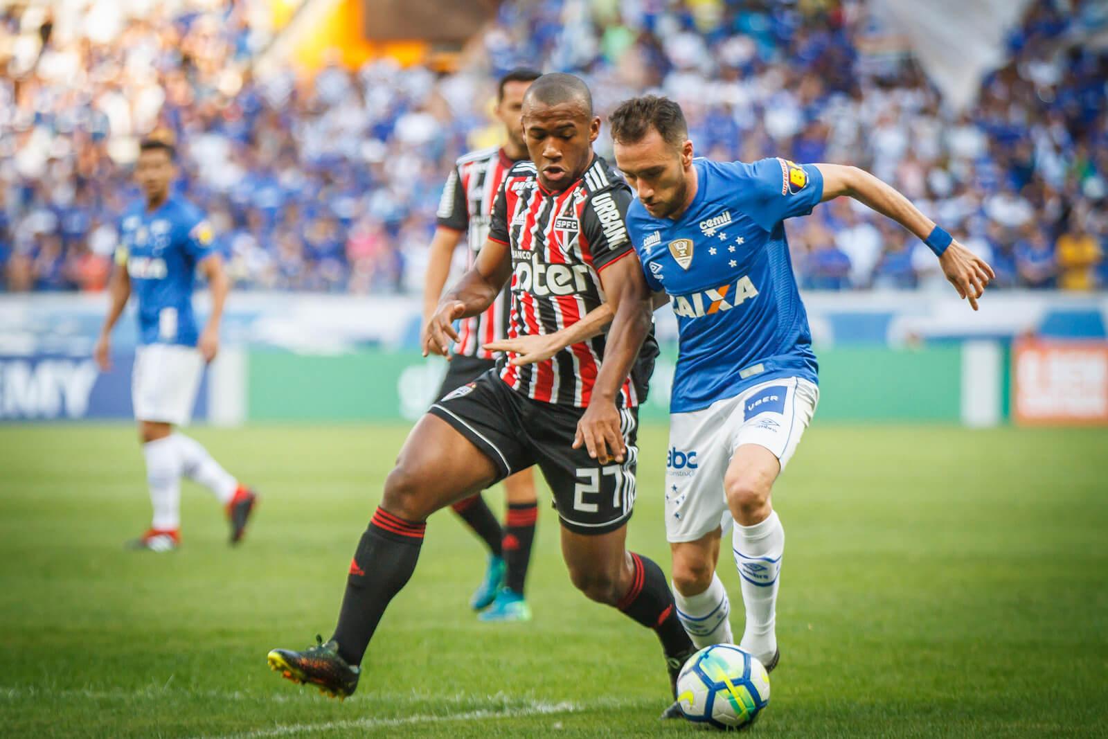 O Cruzeiro de Mano Menezes teve muitos problemas na criação e na transição defensiva.