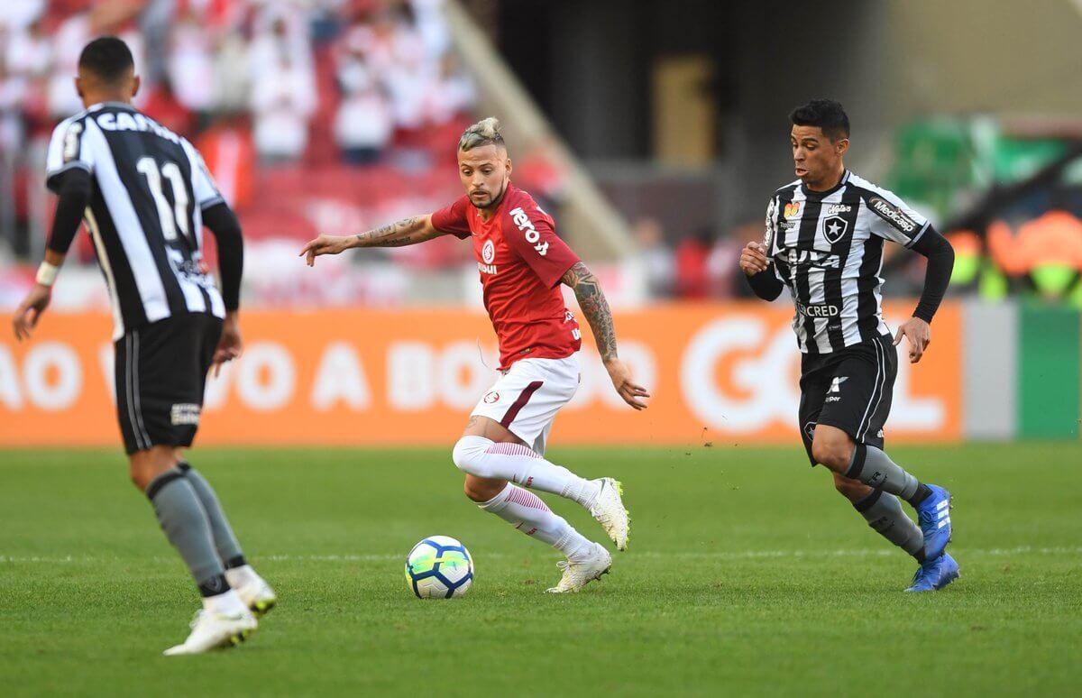 Nico López organizava o time quando partia da direita para o centro. Inter foi muito consistente contra o Botafogo.