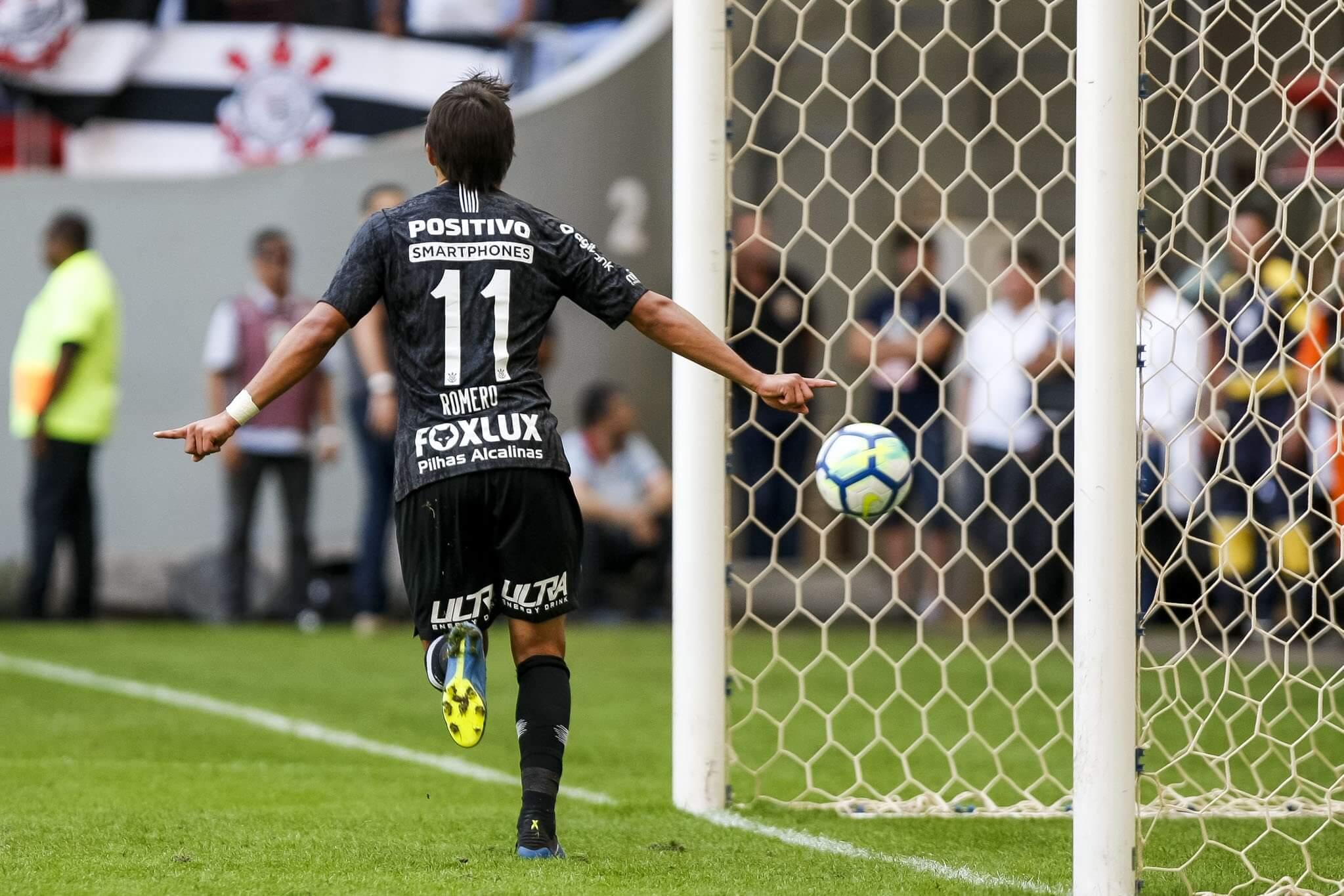 Romero foi destaque ao marcar três gols na vitória sobre o Vasco da Gama.