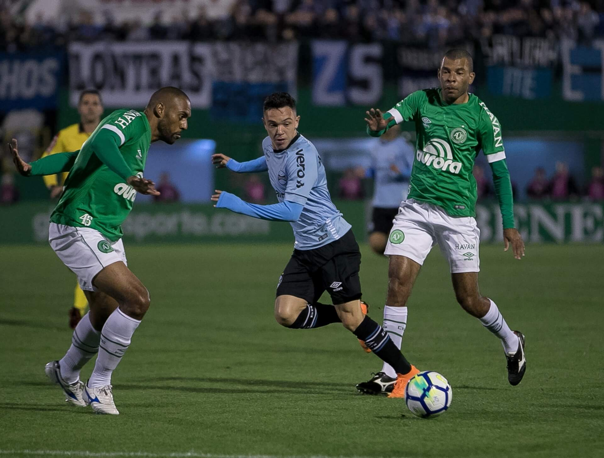 Com time reserva, Grêmio até impôs seu jogo no início, mas depois sofreu fisicamente na Arena Condá.