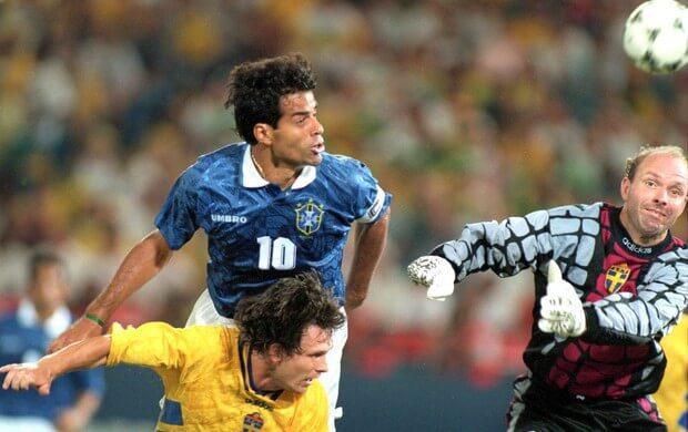 Raí divide com o bom goleiro Ravelli na única finalização do Brasil dentro da área no 1º tempo