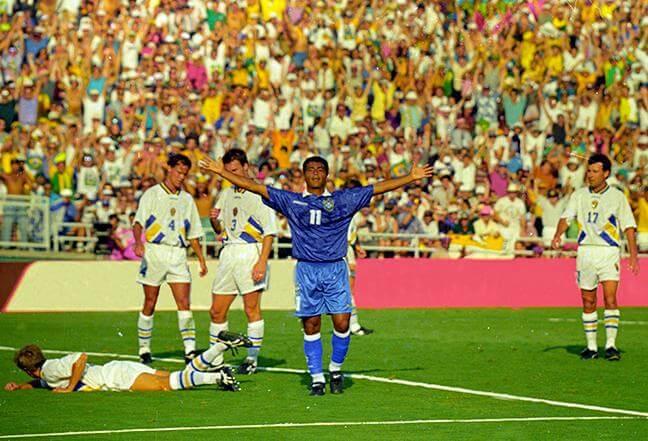 Romário comemora o gol da vitória, o seu quinto na Copa de 1994
