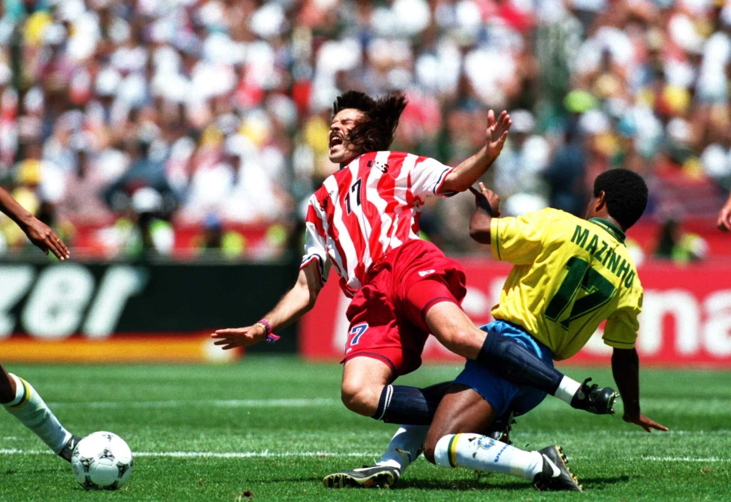 O bom zagueiro Marcelo Balboa divide com Mazinho
