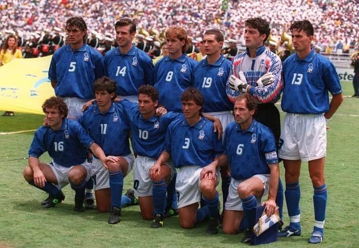 O time que iniciou a final. Em pé: Maldini, Berti, Mussi, Massaro, Pagliuca e Dino Baggio. Agachados: Donadoni, Albertini, Roberto Baggio, Benarrivo e Baresi