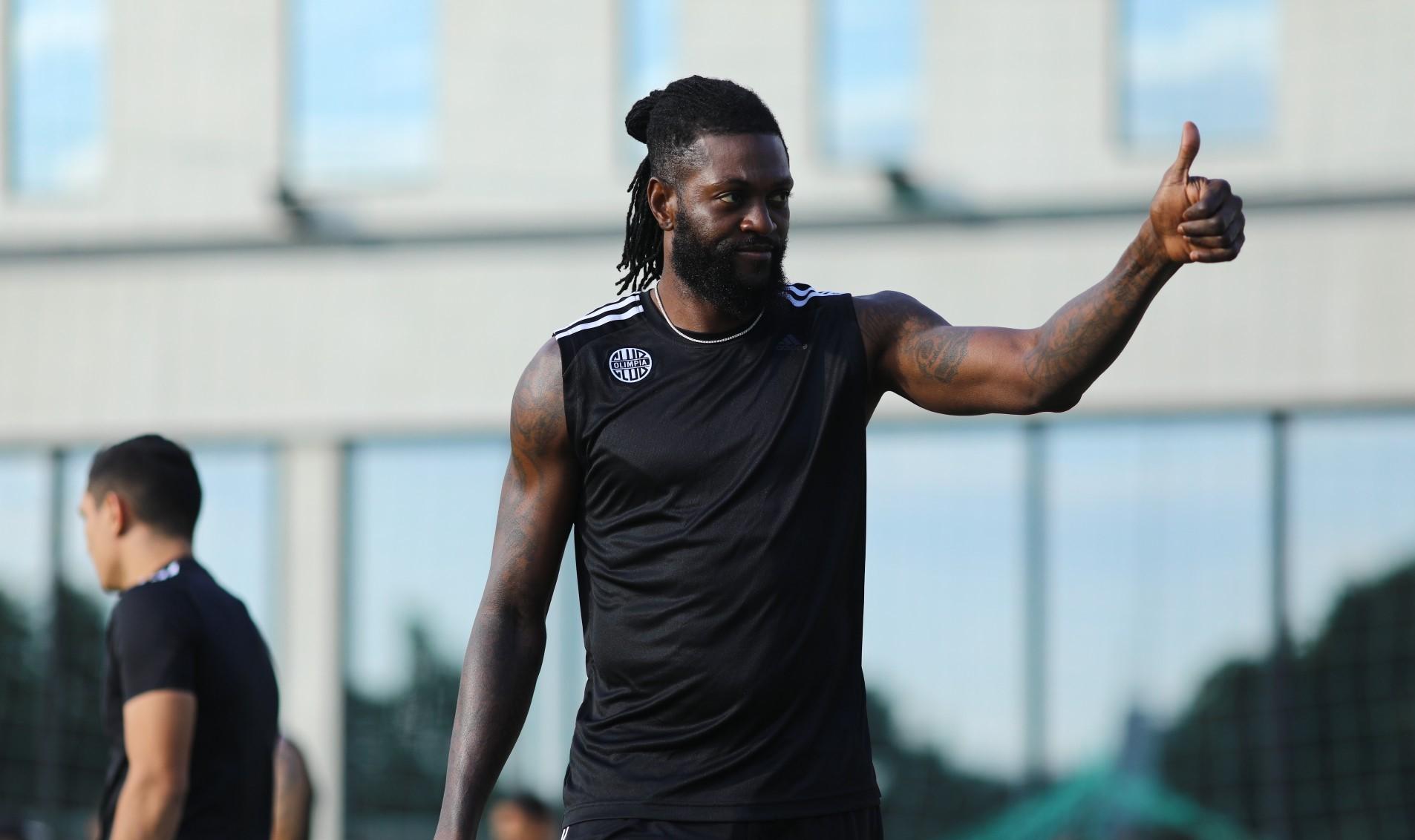 Um pedaço de Togo no Paraguai: a chegada de Adebayor ao Olimpia