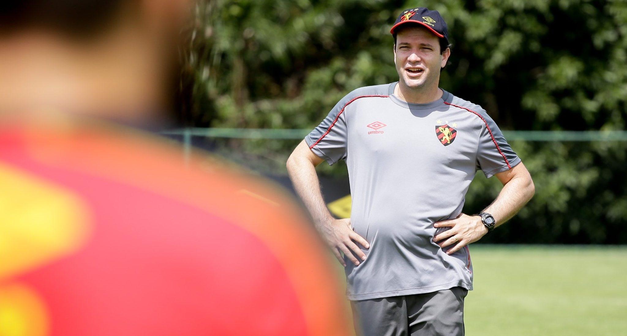 """No aguardo por mais treinos, Daniel Paulista afirma: """"Podemos jogar ofensivamente"""""""