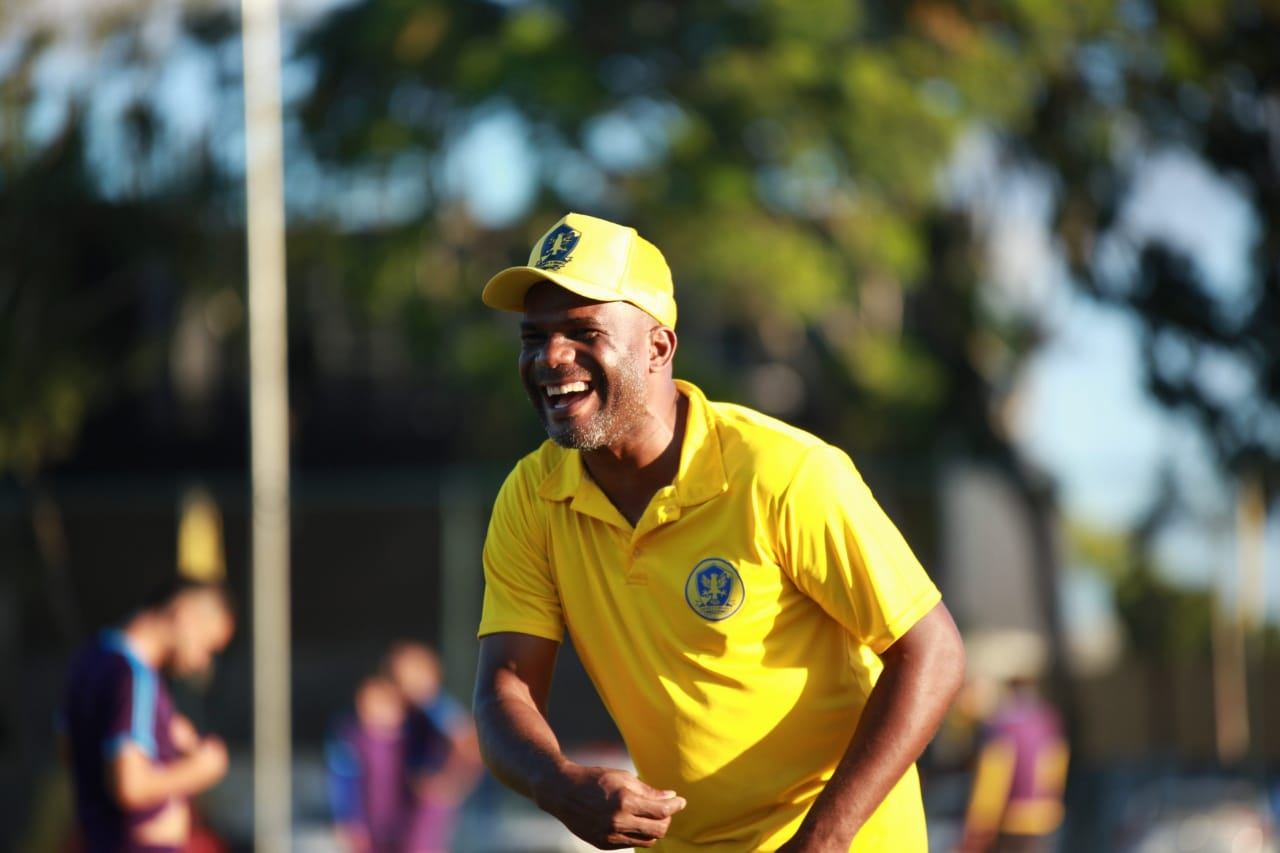 """Jogando """"futebol raiz"""", o Retrô FC quer se estabelecer no cenário nacional"""