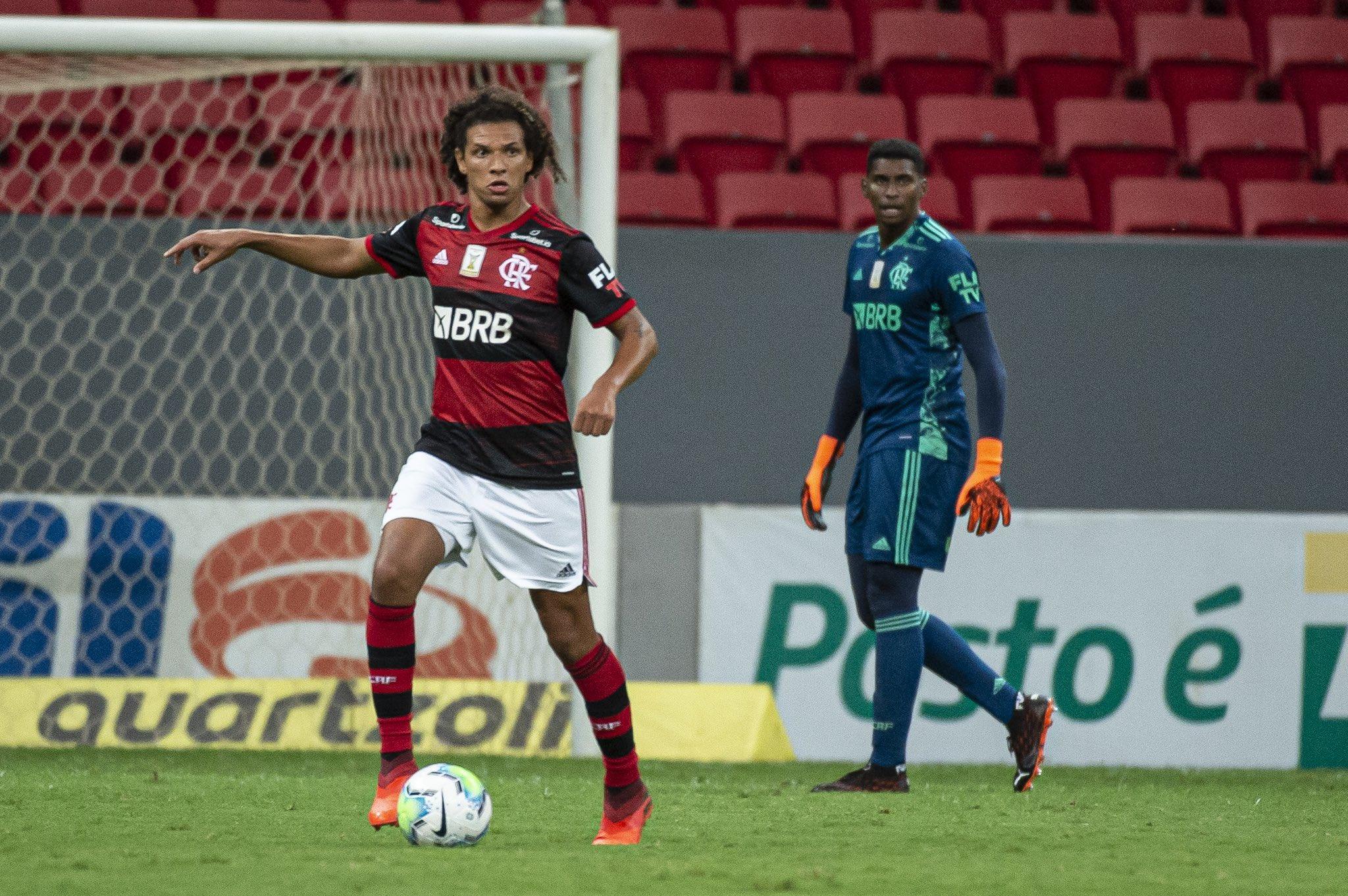 Willian Arão de volante ou zagueiro? As possibilidades de Rogério Ceni no Flamengo