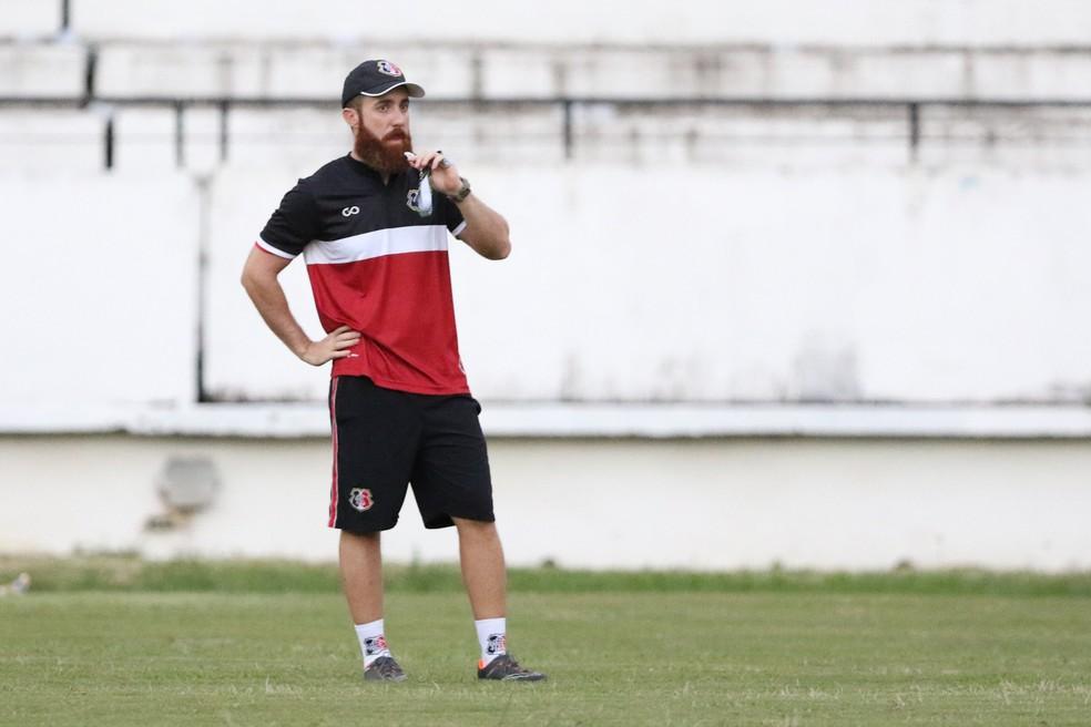 A onda tecnicista na função do auxiliar técnico de futebol