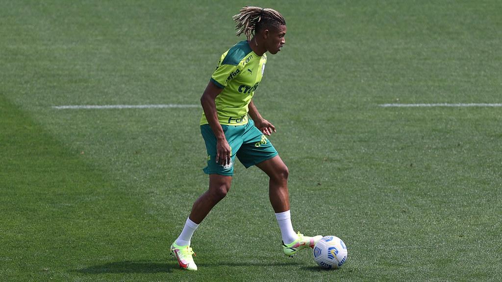 A influência da mídia esportiva na estruturação do racismo no futebol
